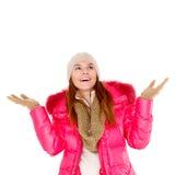Bufanda y casquillo de la chaqueta del invierno de la mujer que desgastan joven Foto de archivo libre de regalías