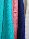Bufandas coloridas Fotos de archivo libres de regalías
