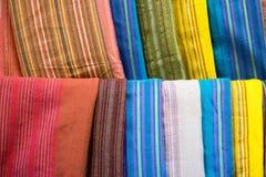 Bufandas coloridas de la seda del agavo foto de archivo
