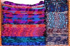 Bufandas en estante Imagen de archivo libre de regalías