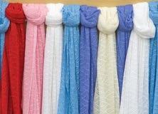 Bufandas hechas punto. Imágenes de archivo libres de regalías