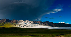 Bufera di neve sull'orizzonte fotografie stock