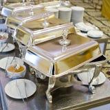 Bufet gorące tace przygotowywać dla usługa Zdjęcie Stock