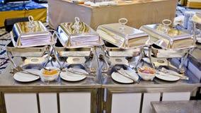 Bufet gorące tace przygotowywać dla usługa Obraz Stock