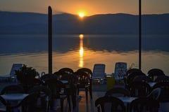 Bufet jeziorem zdjęcie royalty free