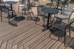 Bufet, Plenerowi kawiarnia stoły i krzesła, Plenerowa Restauracyjna Kawowa na wolnym powietrzu kawiarnia, krzesła z stołami, zdjęcia stock