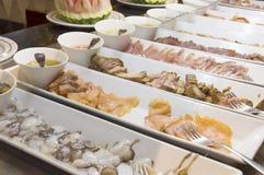 Bufet z obfitością jedzenie obrazy royalty free