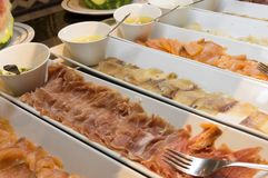 Bufet z obfitością jedzenie obrazy stock
