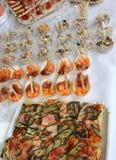 bufet z pizzą i baleronem z melonem podczas ślubnego receptio zdjęcie royalty free