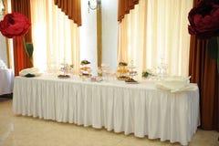 Bufeta stół dla gości przy świętowaniem, cukierku bar Zdjęcie Stock
