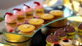 Bufete colorido da sobremesa fotos de stock
