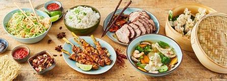 Bufete de sortido de pratos chineses do alimento imagem de stock