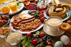 Bufete do café da manhã completamente continental e inglês fotos de stock royalty free