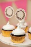 Bufete do feriado com queques e lugar para o texto fotos de stock royalty free