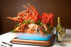 Bufete do jantar da festa do caranguejo do verão para apreciar os pés de caranguejo a do rei de Alaska fotografia de stock
