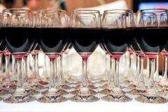 Bufférött vin i exponeringsglas Royaltyfri Fotografi