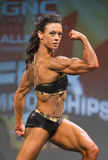 Buff Canadian Pro Fitness Gal exécute photos stock