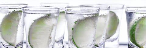 buffed Много стекла с спиртной текила коктеиля стоковая фотография rf