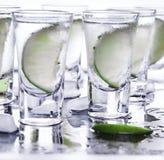 buffed Много стекла с спиртной текила коктеиля стоковое фото rf