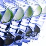 buffed Много стекла с спиртным коктеилем стоковая фотография