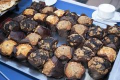 Buffet al forno fresco dei muffin Immagini Stock Libere da Diritti