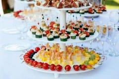 Buffet assortito degli aperitivi Fotografie Stock
