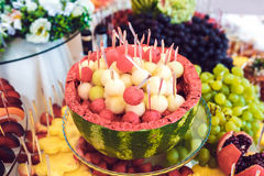 Buffet de fruit et de boissons Photo stock