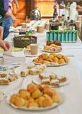 Buffet de gâteau Photographie stock libre de droits
