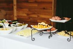 Buffet de nourriture de dîner de réception de mariage Images libres de droits