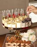 Buffet del dessert con la selezione della mano e di amore Fotografie Stock Libere da Diritti