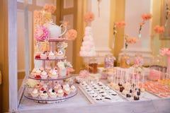 Buffet dell'alimento di nozze di approvvigionamento Fotografia Stock Libera da Diritti
