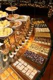 Buffet dell'angolo del dessert immagine stock