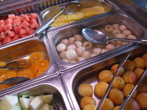 Buffet della prima colazione con i frutti Immagine Stock Libera da Diritti