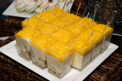 Buffet di Sugar Confection Dessert Layered Sweets immagini stock libere da diritti