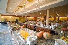 Buffet in Esszimmer des Hotels stockfotografie