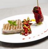 Buffet fresco italiano con il vetro della fragola e del salmone Immagini Stock