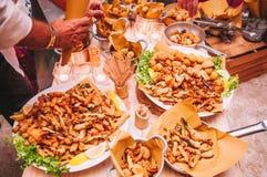 Buffet italiano variopinto e delizioso saporito in ristorante Fotografia Stock