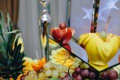 Buffet met tropisch fruit Royalty-vrije Stock Afbeeldingen