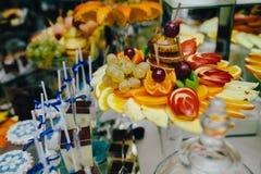 Buffet met tropisch fruit Royalty-vrije Stock Afbeelding