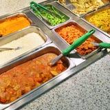 Buffet met verscheidenheid van vegetarisch voedsel Royalty-vrije Stock Foto