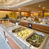 Buffet nella sala da pranzo dell'hotel Fotografia Stock