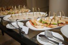 buffet, panini con la salsiccia e carne Fotografie Stock