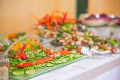 Buffet, Salate sind auf dem Tisch Stockfoto