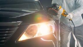 Buffing διαδικασία ενός μαύρου αυτοκινήτου με ένα ειδικό όργανο απόθεμα βίντεο
