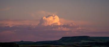 Bufiasta chmura nad jarami blisko Palouse Spada przy zmierzchem Fotografia Royalty Free