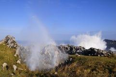 Bufones DE Pria in de kust dichtbij een klip in Asturias stock afbeelding