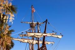 Bug einer Replik des Nao de Santa Maria-Schiffes angekoppelt lizenzfreie stockfotos