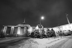 Buga kullesegerobelisc, Moskva vid natt Royaltyfri Foto