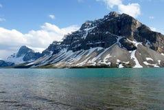 Buga sjön i våren, kanadensiska steniga berg, Kanada Royaltyfri Foto