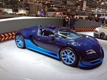 Bugatti azul Veyron foto de archivo libre de regalías